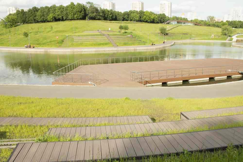 Терраса в парке Олимпийской деревни